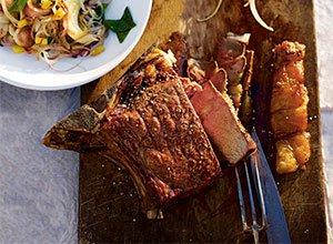 Argentinisches Steak mit zwiebelsalat